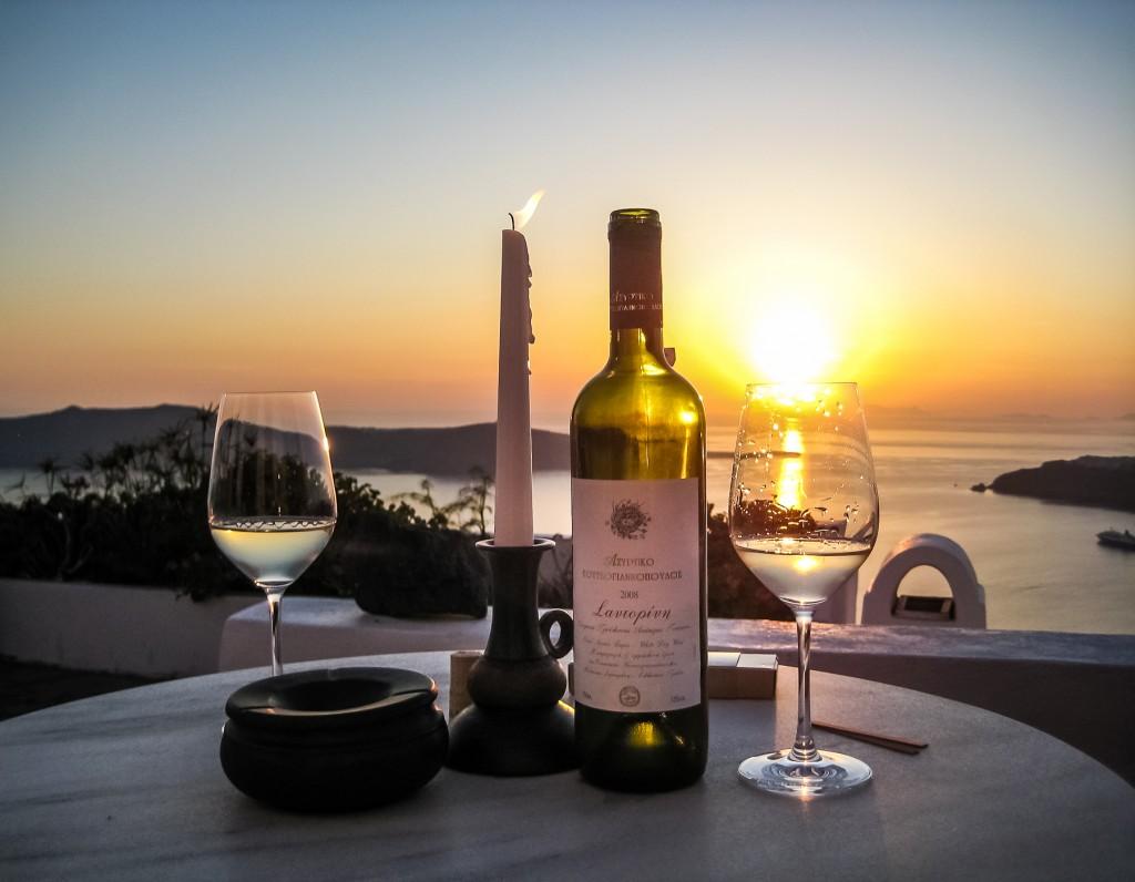 sunset-and-assyrtiko wine-in-santorini